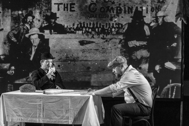 <p>ONCE UPON A TIME in America: Gard Eidsvold og Kim Sørensen på et bakteppe av hardbarket amerikansk Chicago-liv anno 1880.<br/></p>