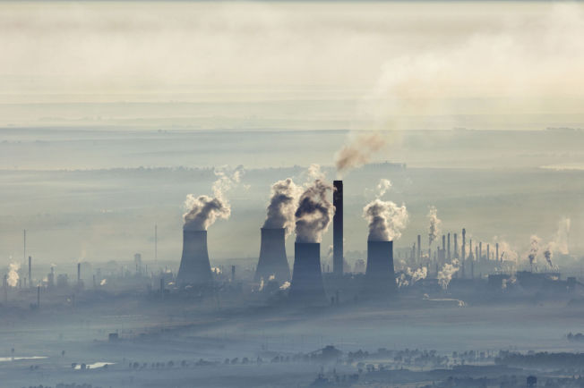 <p>MILJØVERSTING: Sasols Secunda-fabrikk sett fra luften.</p>