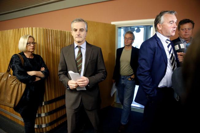 <p>INGEN ENIGHET: For fjerde gang var det fredag morgen forhandlinger om hvor mange syriske flyktninger Norge skal ta imot, uten at man ble enige. Fra venstre: Marit Arnstad (Sp) Jonas Gahr Støre (Ap), Rasmus Hansson (MDG) Trond Helleland(H) og Tom Harald Nesvik (Frp).<br/></p>