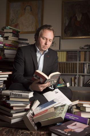 <p>TO LISTER: – Jeg synes man burde operert med to ulike lister – én som viser hvilke nye bøker som selger best og en som viser totalt salg uavhengig av format og utgivelsestidspunkt, sier forlagssjef Mads Nygaard i Aschehoug.<br/></p>