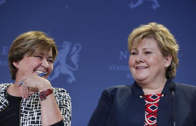 SMØRBLIDE: Statsminister Erna Solbergs lønnsoppgjør ender på samme resultat som LO-leder Gerd Kristiansen (il venstre) forhandlet fram i april.