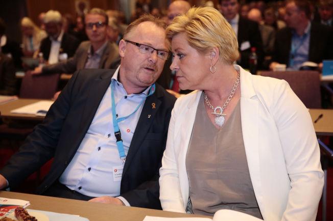 <p>TENKER HØYT: Frp-nestleder Per Sandberg kom med nye uttalelser om partiets regjeringsdeltagelse. Leder Siv Jensen virket ikke imponert.<br/></p>