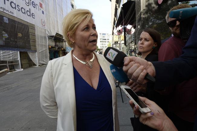<p>SPENT PÅ REAKSJONENE: Frp-leder Siv Jensen sier hun er spent på hva de andre partiene har å si om Frps planer om en nasjonal folkeavstemning om Syria-spørsmålet.<br/></p>