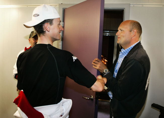 <p>2005: Kurt Asle Arvesen (t.v.) og Bjarne Riis sammen på en pressekonferanse for CSC-laget i den danske byen Skive i 2005.</p>