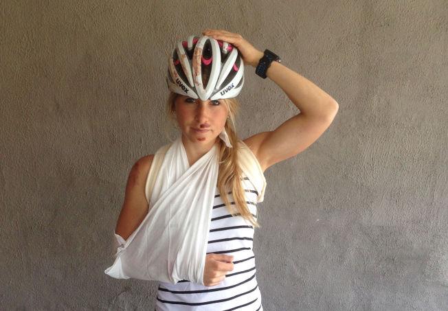 <p>BRUK HJELM: Det er det klare rådet fra Lise Lavoll Borgen fra Sarpsborg. Hennes hjelm sprakk da hun falt av sykkelen under Swissman på lørdag.<br/></p>