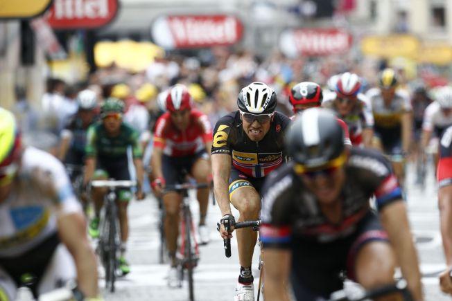 <p>KJEMPET GODT: Edvald Boasson Hagen i Team MTN-Qhubeka syklet i mål som nummer fem i Cambrai etter den 223,5 km lange fjerdeetappen i Tour de France tirsdag.</p>