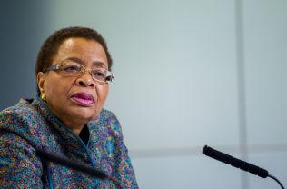 "FOR JENTENE: Graca Machel under den avsluttende pressekonferansen på utdanningskonferansen ""Oslo summit on education for development"" tirsdag."