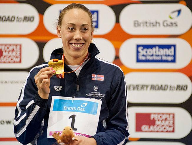 GULLGROSSIST: Sarah Louise Rung viser fram ett av gullene hun har tatt i svømme-VM for funksjonshemmede i Glasgow denne uken.