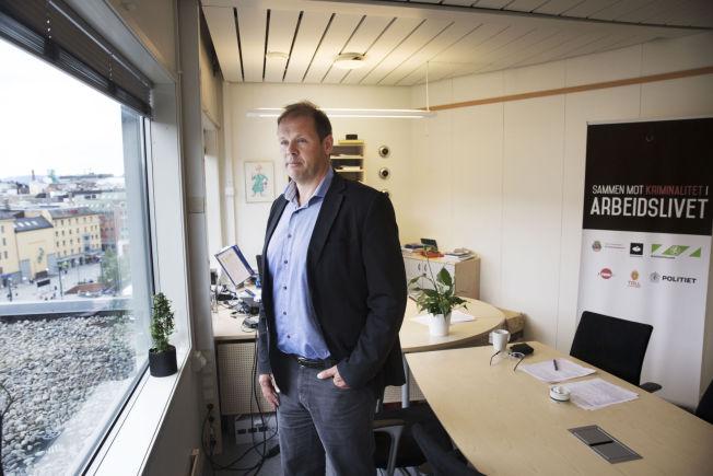 <p>20-30 KR TIMEN: Ørnulf Halmrast regiondirektør ved Arbeidstilsynet i Oslo hører om lønninger på 20-30 kroner timen. En av utfordringene til kontrolletatene er at arbeidstakere frykter for å miste jobben dersom de står fram og forteller om arbeidsforholdene.<br/></p>