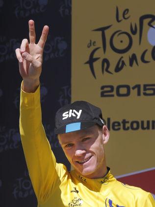 TO X TOUR: Chris Froome vant Tour de France for andre gang lørdag kveld. Her er han på podiet i Alpe d'Huez.