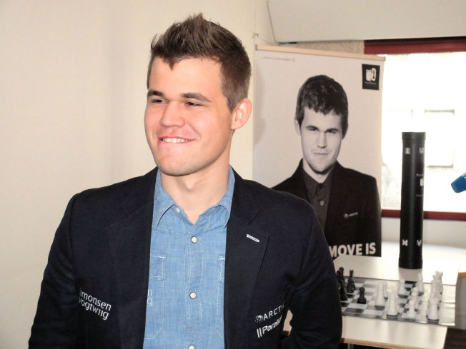 <p>GULLGLISET: Magnus Carlsen, her under en pressekonferanse, er ingen fattig 24-åring.</p>