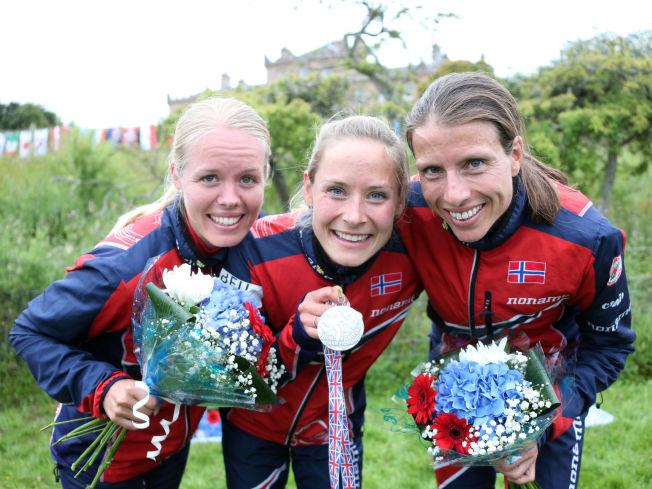 <p>SØLVJENTER: Det norske laget med Mari Fasting (f.v.), Heidi Bagstevold og Anne Margrethe Hausken Nordberg sikret stafettsølv i Skottland.<br/></p>