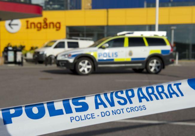 <p>KNIVDRAP: 35-åringen som er hovedmistenkt for drapet på en mor og hennes sønn på IKEA i Västerås mandag fikk beskjed samme dag om at han ikke får oppholdstillatelse i Sverige.<br/></p>