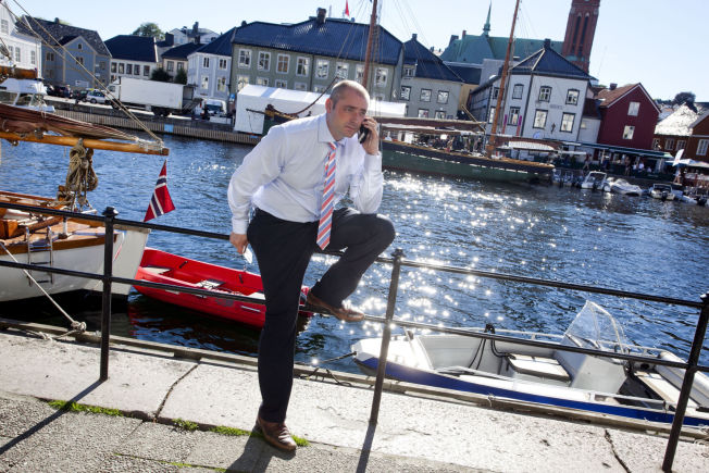 <p>HØR HER: Arbeids- og sosialminister Robert Eriksson (FRP) vil stramme inn på flere ordninger, for å få flere innvandrere i jobb. Her fra Pollen i Arendal.</p>