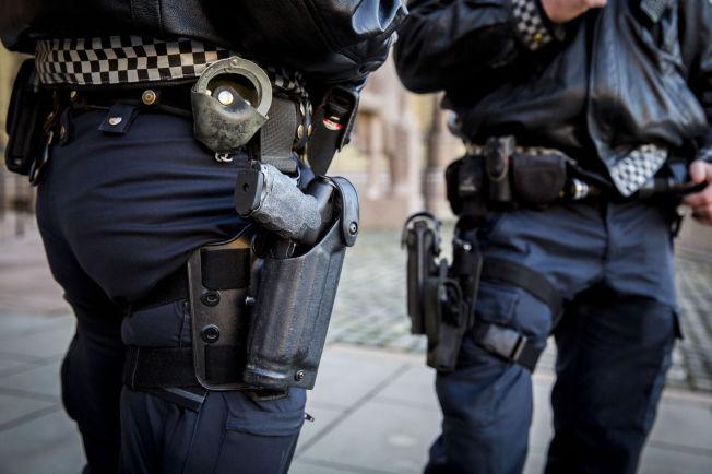<p>TJENESTEVÅPEN: Mannskapene på bildet bærer Heckler & Koch P30L, politiets standard tjenestevåpen. Det er samme våpen som politibetjenten i Kristiansund avfyrte skudd med 27. april.<br/></p>