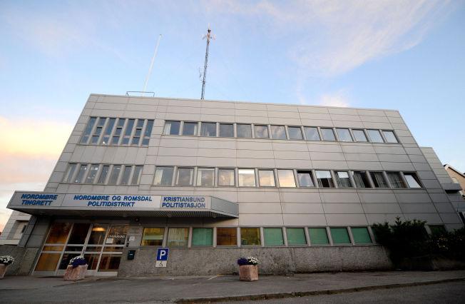 <p>ÅSTEDET: Politistasjonen i Kristiansund.<br/></p>