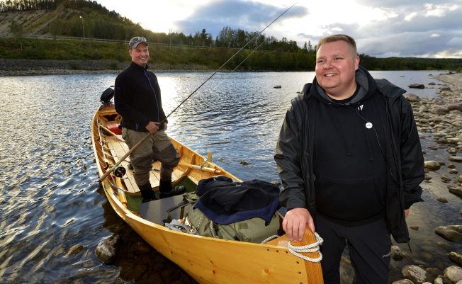 <p>KJEMPER FOR ALTAELVA: SVs Tommy Berg har gjort bevaring av villaksstammen til hovedsak i lokalvalget. Det får gehør hos fisker Vegar Romsdal Wisloff.<br/></p>