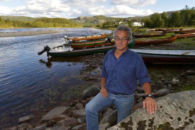 <p>KAMP OM ELVEN: Talsmann og frontfigur i Miljøpartiet de grønne, Rasmus Hansson tilbake ved Altaelva.</p>