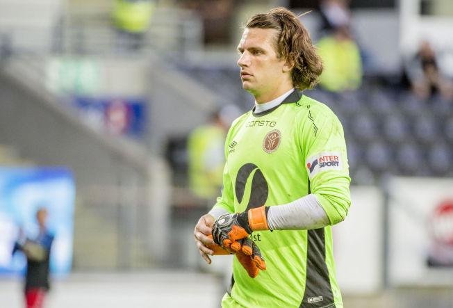 STYGG SMELL: Mjøndalen-keeper Marco Priis Jørgensen under cupkampen på Lerkendal tidligere i måneden. Søndag ble han byttet ut og fraktet til sykehus.
