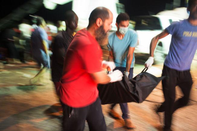 <p>BIDRAR: Dette synet møtte Mohamed Ben Khalifa i Zuwara natt til fredag. Innbyggere gjorde alt de kunne for å hjelpe.<br/></p>