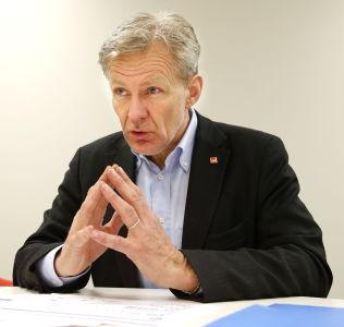 <p>SLÅR ALARM: - Dette er ikke en tsunami vi ikke kan gjøre noe med, for her kan vi handle, sier generalsekretær Jan Egeland i Flyktningehjelpen.<br/></p>
