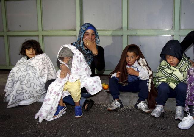 <p>LANG FERD: Natt til lørdag ankom de første flyktningene grensestasjonen Hegyeshalom mellom Ungarn og Østerrike.</p>