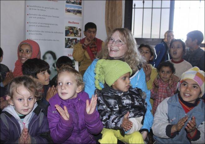 <p>KJENDISBESØK: Mia Farrow er en av UNICEFs mange good-will ambassadører. Her er den barnekjære amerikanske skuespilleren besøk hos syriske flykninger i Libanon. Foto: REUTERS<br/></p>