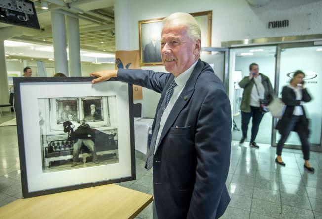 <p>MIMRER OM BEDRE TIDER: I 2001 ble Carl I. Hagen portrettert av fotograf Dag Thorenfeldt - et bilde han fikk i presang etter en debatt i går. Jeg var 10 kilo tyngre da, mimrer han.<br/></p>