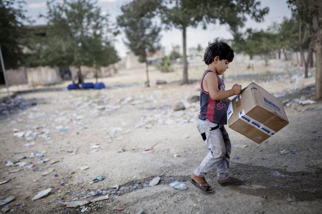 <p>RØMMER LANDET: En syrisk flyktning ved Akcakale-passeringen på grensen mellom Tyrkia og Syria.<br/></p>