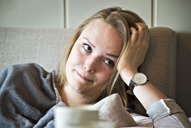 <p>BESVIMER: Maria (18) blir stadig mer sliten, og i perioder besvimer hun flere ganger daglig. De siste fire og et halvt årene har hun ikke gått på skolen.<br/></p>