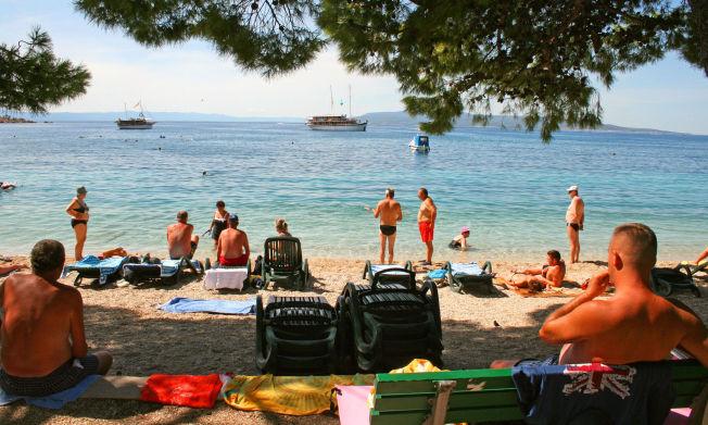 <p>SESONGEN ER IKKE OVER: Den sterkest voksende turistgruppen på Kroatia-kysten er nordmenn, melder turistmyndighetene. Klart badevann, behagelig varme, gunstig prisnivå på mat og drikke og mange direkte-flyavganger fra flere norske byer ligger bak «Kroatia-boomen».</p>