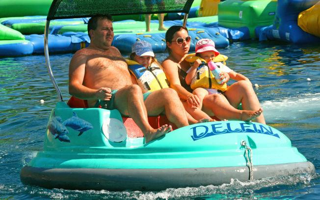 <p>FAMILIEVENNLIG: Turistbyene på Kroatia-kysten er godt tilrettelagt for familieferier med vannleker og beskyttede badeområder for småbarn.</p>