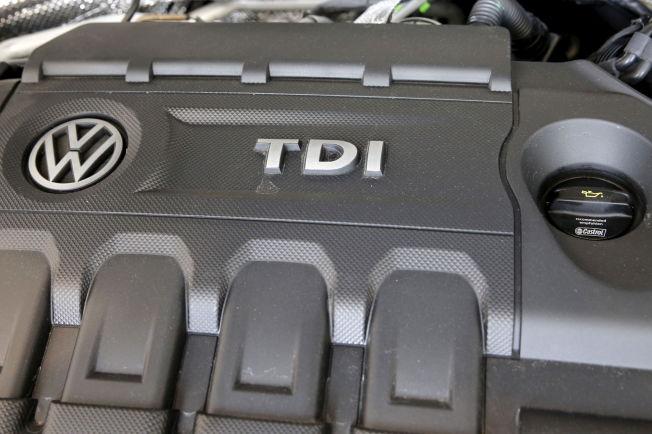 <p><i>DIESELMOTOREN: Dette er en dieselmotor på en VW Jetta TDI fra en Volkswagen forhandler i Queens i New York. Bilprodusenten har nå stoppet sitt salg av motoren i det amerikanske markedet.</i> REUTERS/Shannon Stapleton</p>