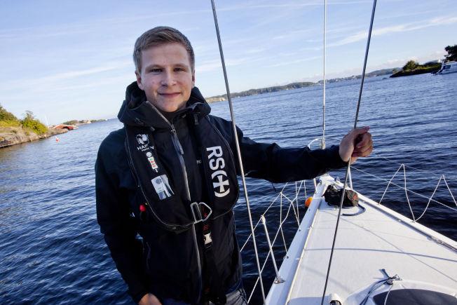 <p>MODIG: : – Selv om jeg ikke føler meg som en helt, er det veldig stas at pappa har nominert meg til Norske helter, sier Christoffer (18).<br/></p>