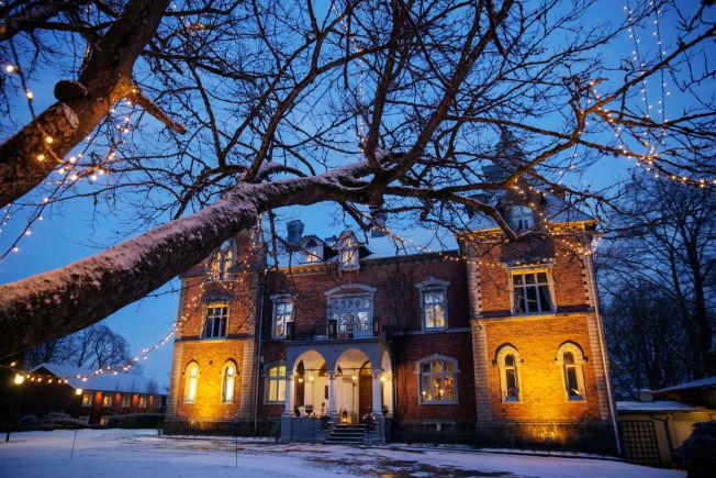 <p>JULESTEMNING PÅ SLOTTET: På Thorskogs Slott i Sverige er stemningen unik, både sommer og vinter. Midt på den svenske landsabygda ligger et rosa prinsesseslott.</p>