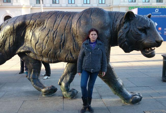 <p>JOBBET I RUSMILJØET: Bente Solberg jobbet i flere år i Blå Kors og Stiftelsen Rusfritt Miljø i Oslo for å hjelpe brukere og motvirke at andre startet med narkotika – slik hun gjorde da hun var ung. Her er hun fotografert på Jernbanetorget.<br/></p>