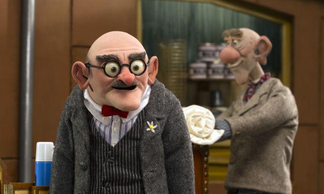 <p>FLÅKLYPA-SKURKER: Olvmar O.Kleppvold, meieribestyrer i Slidre, og humorist Olram Slåpen (bak) er skurkene i den nye Flåklypa-filmen. Foto: MAIPO FILMS</p>