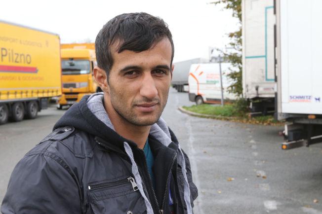 <p>FORLOT NORGE: - Nå vil jeg først til Storbritannia, men får jeg sjansen kommer jeg gjerne tilbake til Norge. Jeg har gode venner i Melbu, sier Rebwar Muhamad Awlla. Kurderen forteller at han har brukt penger han fikk av norske myndigheter for tre år siden til å betale smuglere med.</p>