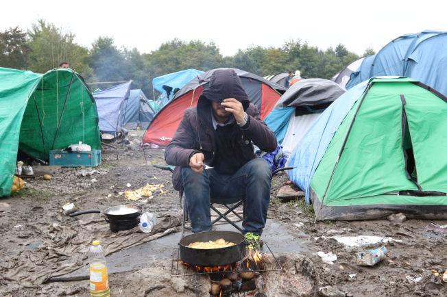 <p>TELTLEIR: Barnefamiliene får bo i containere, de andre må bo telt mens de venter på at ferden skal gå videre.</p>