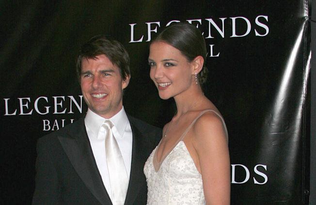<p>DEN GANG: Tom Cruise og daværende kjæreste Katie Holmes på prisutdeling i Santa Barbara i mai 2005.<br/></p>