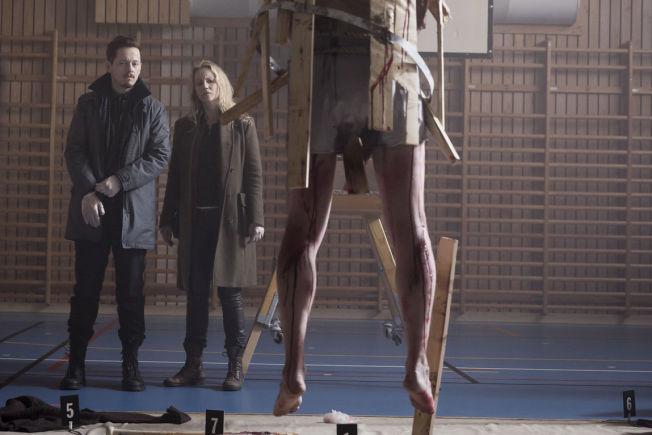<p>I AKSJON: Saga (Sofia Helin) og Henrik (Thure Lindhardt) i sjette episode.</p>
