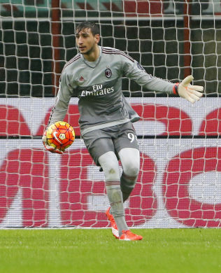 STENGER BURET: Gianluigi Donnarumma, her under 1-0-seieren over Chievo, har gitt Milan defensiv trygghet etter at han tok over for Diego López (34).
