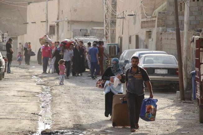 <p/> <p>SUNNIFOLK PÅ FLUKT: Her flykter sunni-befolkningen i Ramadi i Irak. Bildet er fra mai i år. Dagene før hadde IS heist sine flagg over byen.<br/></p>