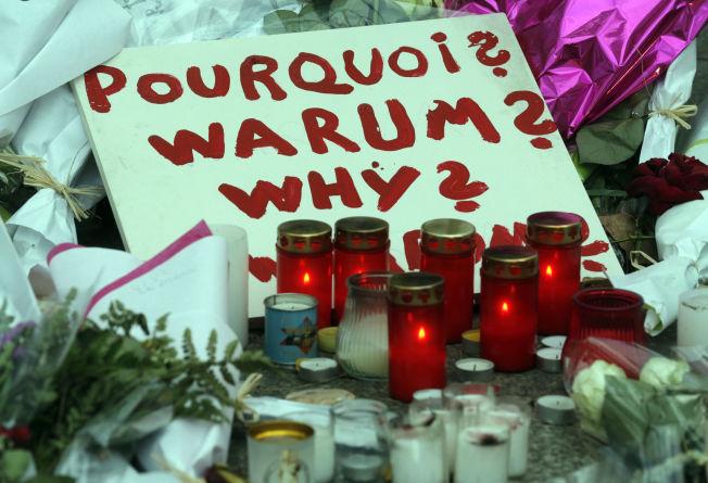 <p/> <p><b>SORG:</b> I går fortsatte innbyggerne i Paris å strømme til åstedene for terroraksjonen. Dette bildet er tatt på Place de la Republique.</p>