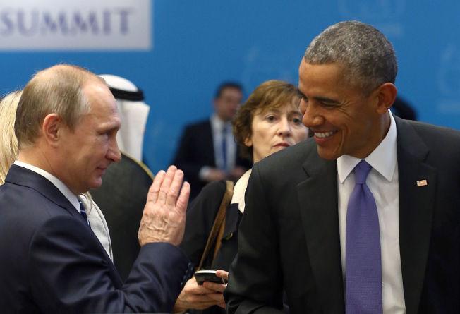 <p>PUTIN KAN VÆRE NØKKELEN: Russlands president Vladimir Putin under G20-toppmøtet i Antalya i Tyrkia søndag. Her sammen med USAs president Barack Obama.</p>