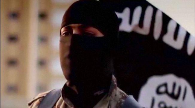 <p>FREMMEDKRIGER: En av mange tusen unge menn som har reist fra Vesten for å kjempe for terrorgruppen flere og flere nå kaller Daesh, men som er best kjent som IS. Mannen på bilde har amerikansk aksent og FBI søkte i fjor høst informasjon om ham.<br/></p>