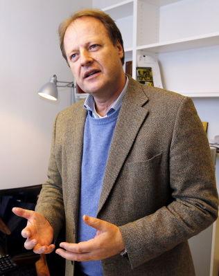 <p>KRITISK: Jusprofessor Mads Andenæs.</p>