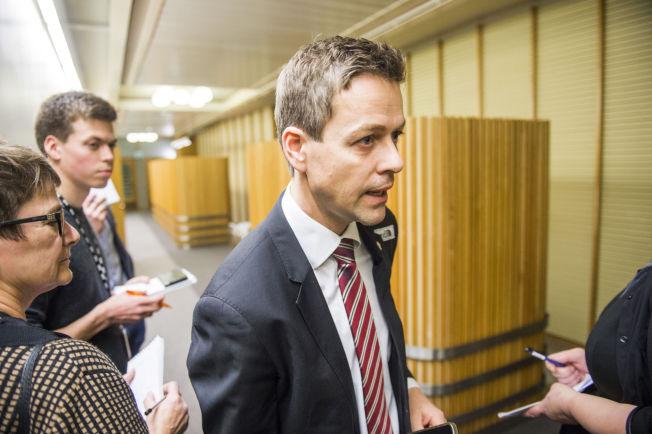 <p>MISFORNØYD: Knut Arild Hareide og resten av Krf er misfornøyde med regjeringens forslag til bistandskutt. Det er en av flokene som nå truer hele budsjettforhandlingene på Stortinget.<br/></p>