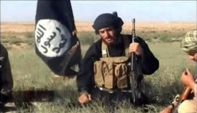 <p>ER HAN HJERNEN BAK? Dette er et av de få bildene som finnes av Abu Mohammed al-Adnani, tatt på slagmarken i Syria i 2012.<br/></p>