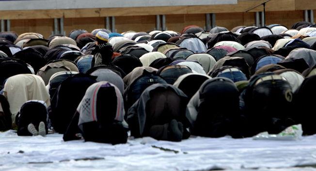<p><b>PÅ OSS ALLE:</b> – Et angrep på Europa er et angrep på europeiske muslimer, skriver Hamza Ansari.</p>